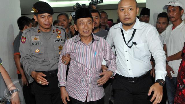 20151019-Wajah Kuyu Fuad Amin Divonis Delapan Tahun Bui-Jakarta
