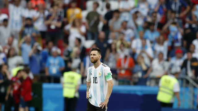 FOTO: Lionel Messi menyesali tersingkirnya Argentina dari Piala Dunia 2018.