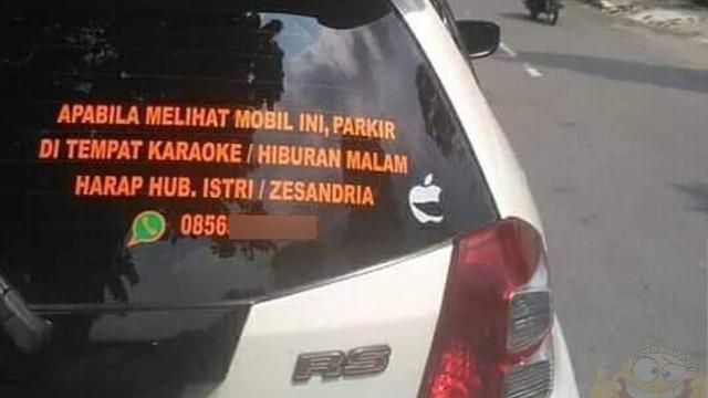 Foto Tulisan Lucu di Belakang Mobil Bikin Fokus Buyar Saat Berkendara