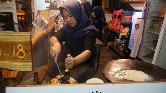 Wisata Kuliner Di Bandung Wajib Ke Jalan Gempol Ada Roti Cane