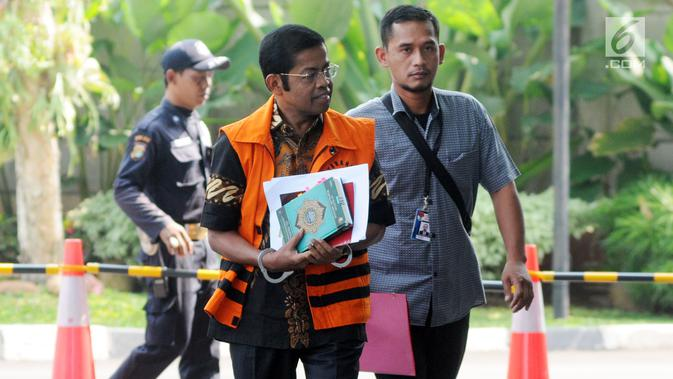Terdakwa kasus dugaan suap proyek PLTU Riau-1 Idrus Marham tiba untuk menjalani pemeriksaan di Gedung KPK, Jakarta, Kamis (16/5/2019). KPK memeriksa Idrus Marham sebagai saksi untuk tersangka Dirut PLN nonaktif Sofyan Basir dalam kasus dugaan suap proyek PLTU Riau-1. (merdeka.com/Dwi Narwoko)