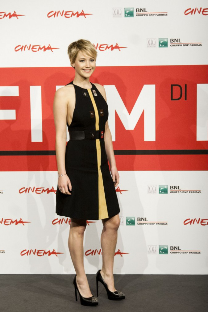 https://i0.wp.com/cdn1-public.ladmedia.fr/var/public/storage/images/news/photos/photos-jennifer-lawrence-elle-poursuit-son-marathon-promo-a-rome-toujours-bien-accompagnee-de-liam-hemsworth-et-josh-hutcherson-467795/jennifer-lawrence-lors-du-photocall-de-hunger-games-l-embrasement-a-rome-le-14-novembre-2013-467801/5561600-1-fre-FR/Jennifer-Lawrence-lors-du-photocall-de-Hunger-Games-L-Embrasement-a-Rome-le-14-novembre-2013_portrait_w674.jpg