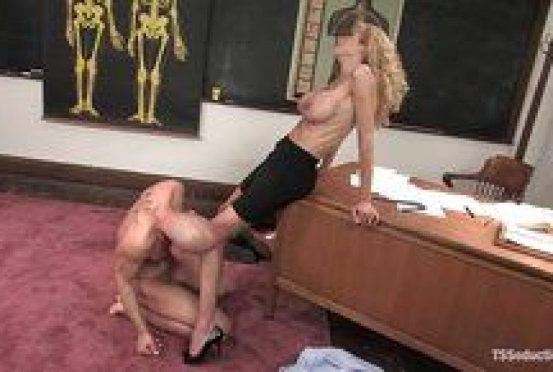 Incredible ass eating for a pretty blonde tgirl