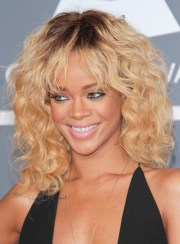medium curly hairstyles with highlights