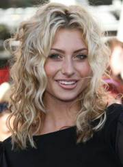 medium curly blonde hairstyles