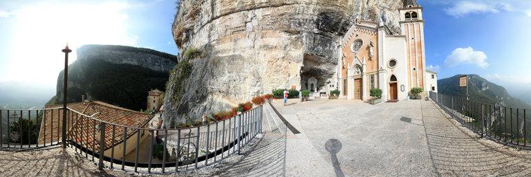 Italy santuario madonna della corona spiazzi vr for Santuario madonna della corona
