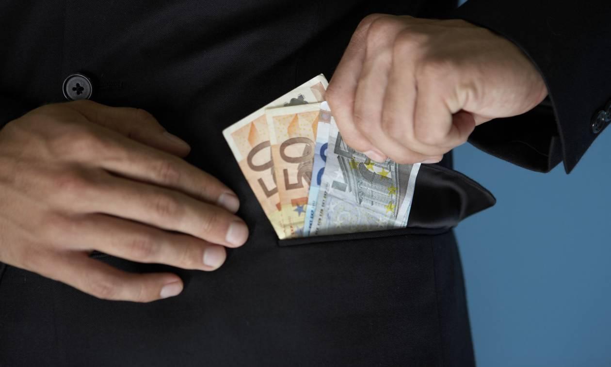 Αδιανόητο: Δανειστές και κυβέρνηση παρέχουν ασυλία στους μεγαλοφοροφυγάδες! (video)
