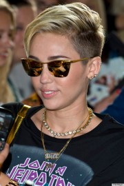 miley cyrus - hair extensions
