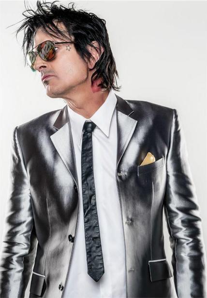 Tommy Lee Wearing MATSUDA M8001 Sunglasses