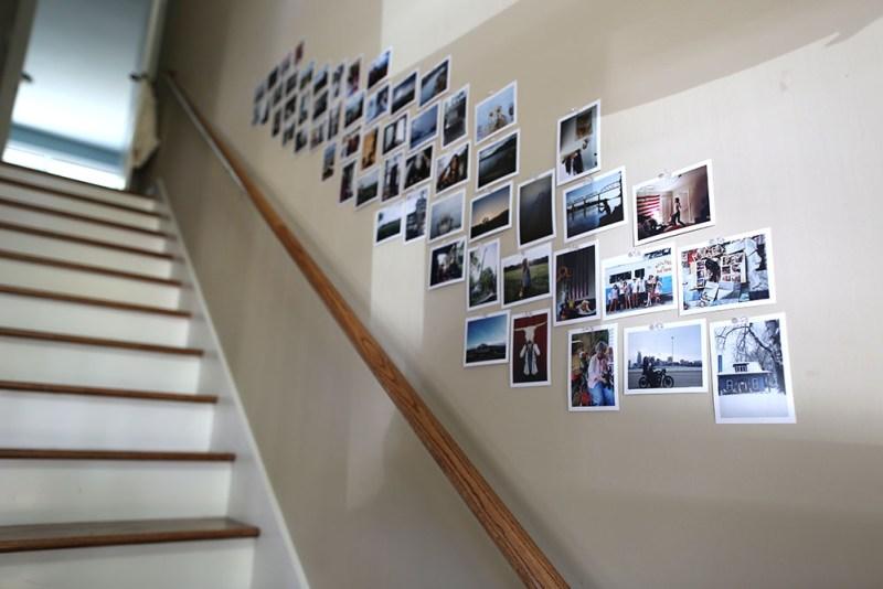 Uma maneira fácil de personalizar: imprimir fotos fora e exibi-los.