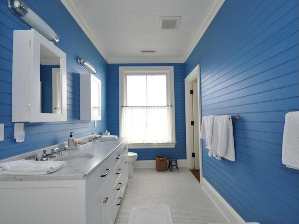 blue white bath