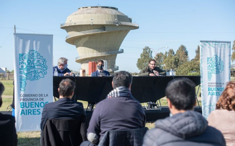 Kicillof anunció la renovación de 100 kilómetros de cañería de agua potable