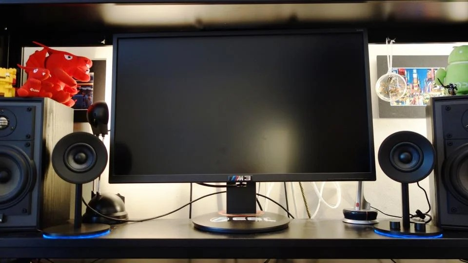 Razer Nommo Chroma review: Cylindrical 2.0 PC speakers with RGB lighting | Expert Reviews