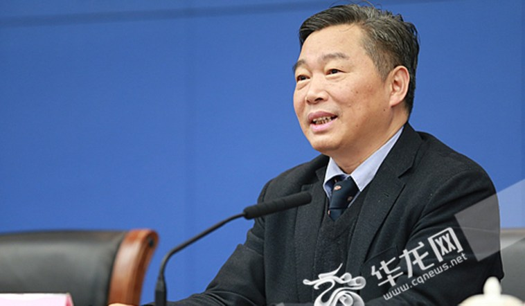 Project chief Liu Hanlong says the cotton seeds were the first to sprout. Photo: cqnews.net