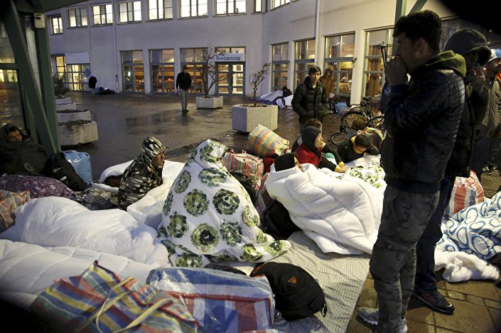 Refugees sleep outside the entrance of the Swedish Migration Agency's arrival center for asylum seekers at Jagersro in Malmo, Sweden, November 20, 2015.