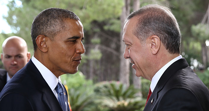 Turkish President Recep Tayyip Erdogan (R) receives US President Barack Obama (L) for a bilateral meeting as a part of the G20 Turkey Leaders Summit on November 15, 2015 in Antalya