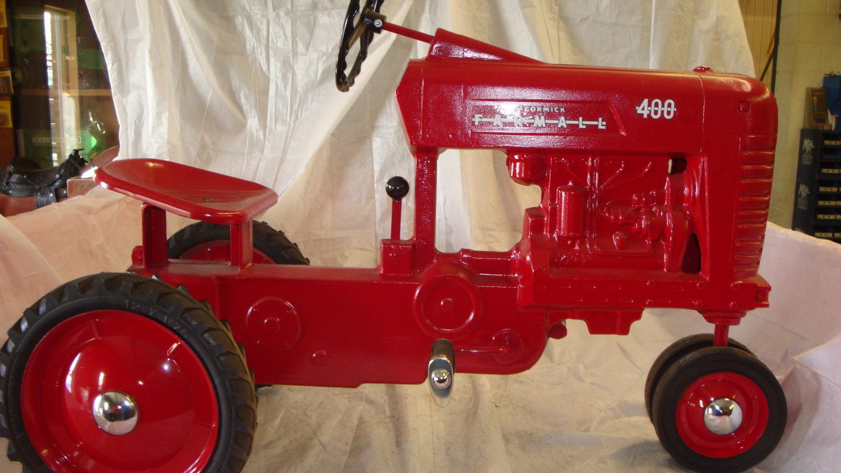 Farmall 400 Pedal Tractor M230 Davenport 2014