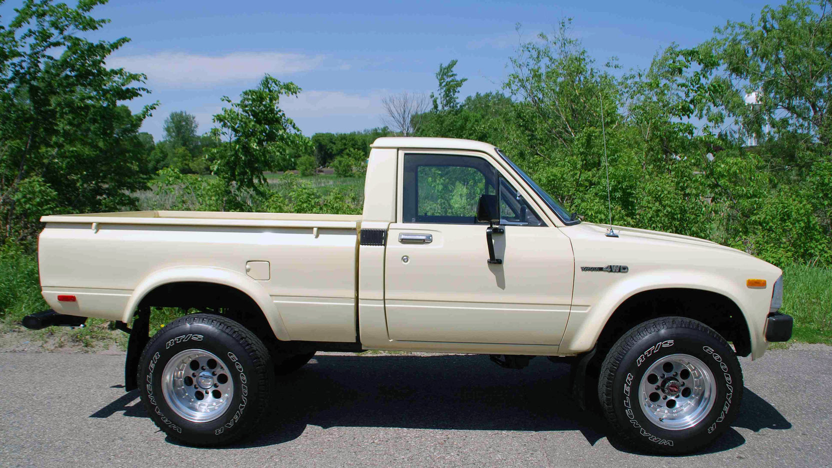 hight resolution of 1983 toyota 4x4 pickup 2 full screen