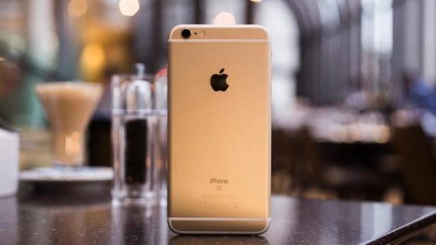 iPhone 6s con carcasa de color dorado