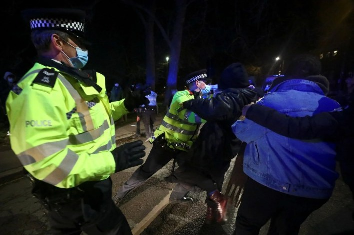 Police intervened in a ceremony for Sarah Everard, who was killed by a police officer in London - 10