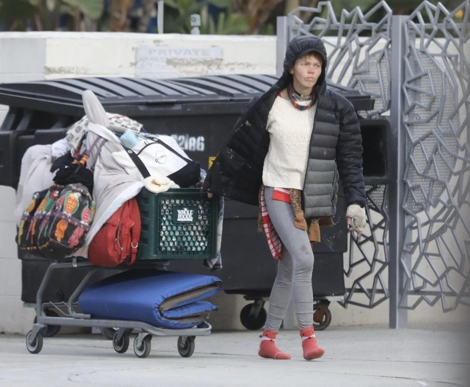 Loni Willison yine çöpleri karıştırırken görüntülendi - 3