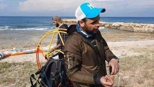 Rüzgara kapılan Türk paraşütçü Lübnan'a iniş yaptı