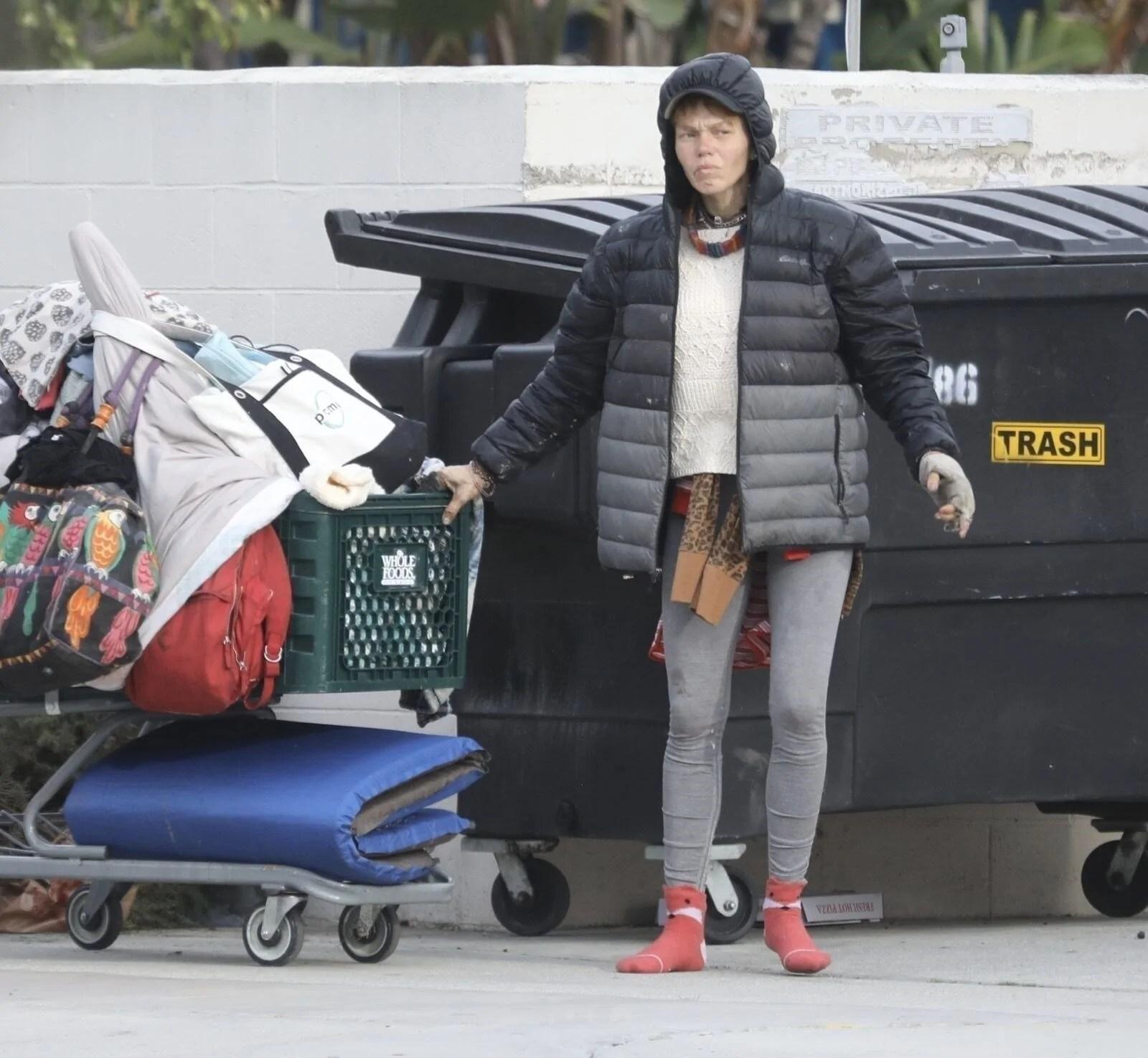 Loni Willison yine çöpleri karıştırırken görüntülendi - 6
