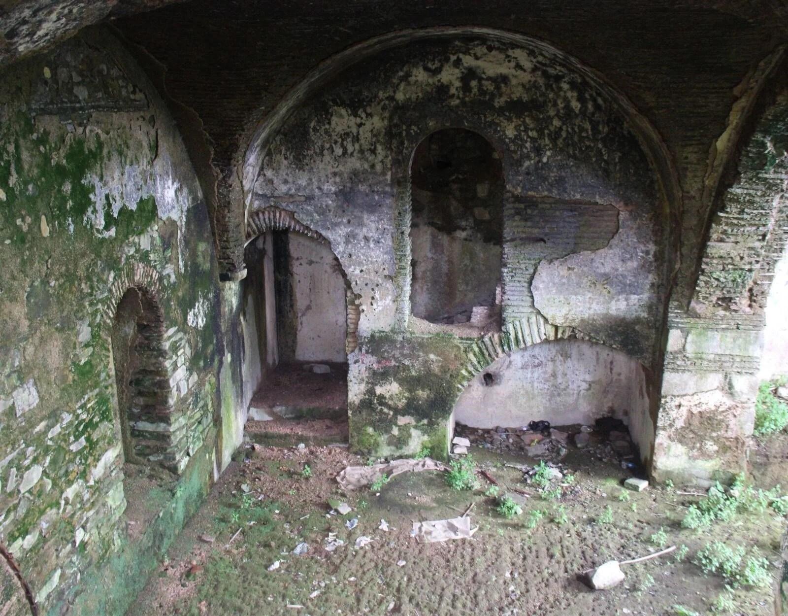 410 yıllık Armaş Manastırı çöplüğe döndü - 11