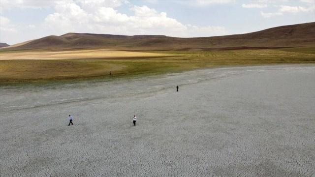 Van'da Akgöl'den sonra Saray Tuz Gölü de kurudu - 1
