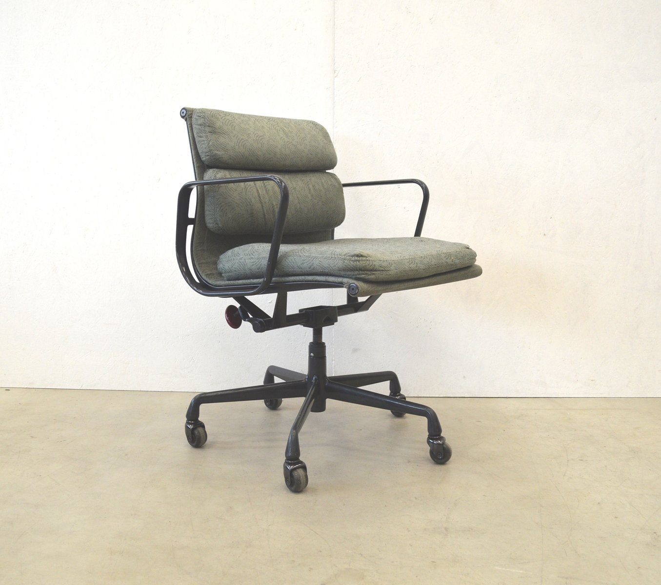 Herman Miller Eames Office Chair American Ea217 Aluminum Office Chair By Charles And Ray