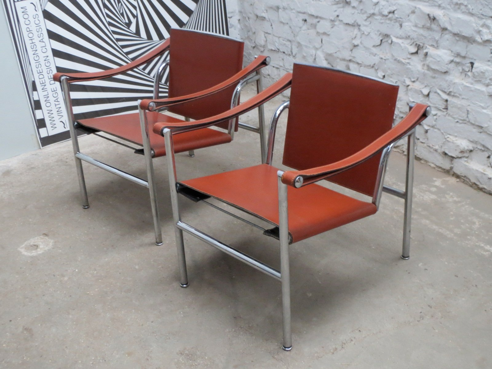 le corbusier chair rooms to go sleeper italian modernist basculant lc1 by