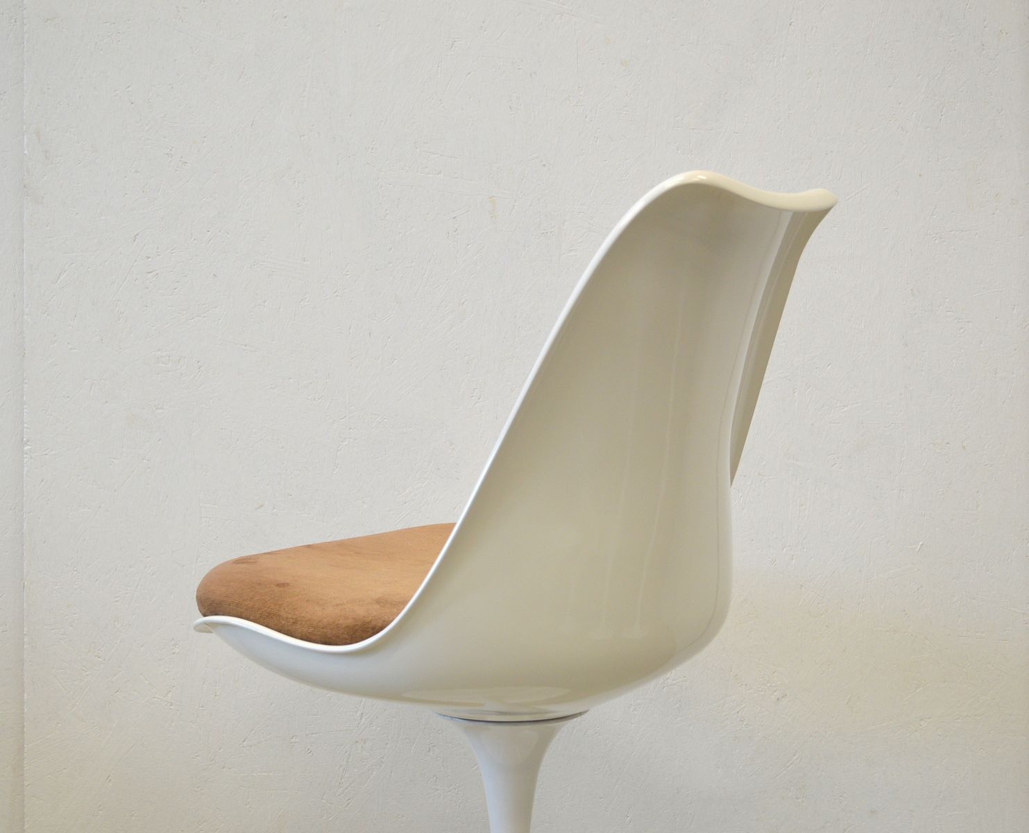 tulip table and chairs uk plush bean bag chair marble dining 6 by eero saarinen for
