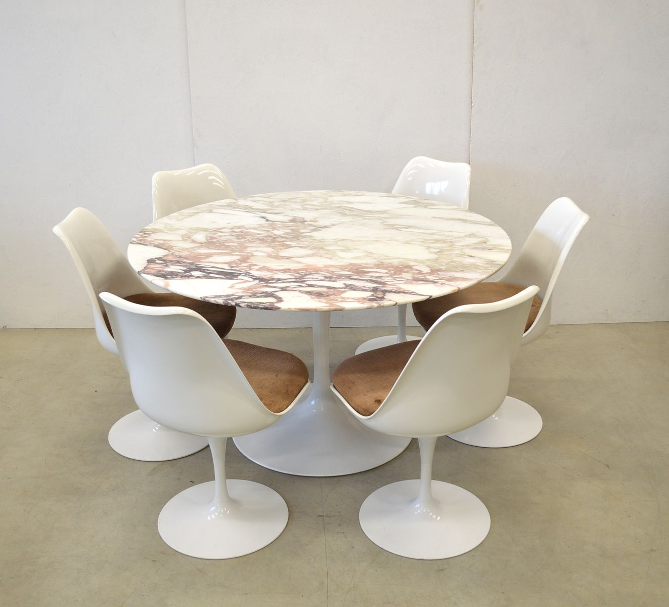 tulip table and chairs uk adirondack kits marble dining 6 by eero saarinen for