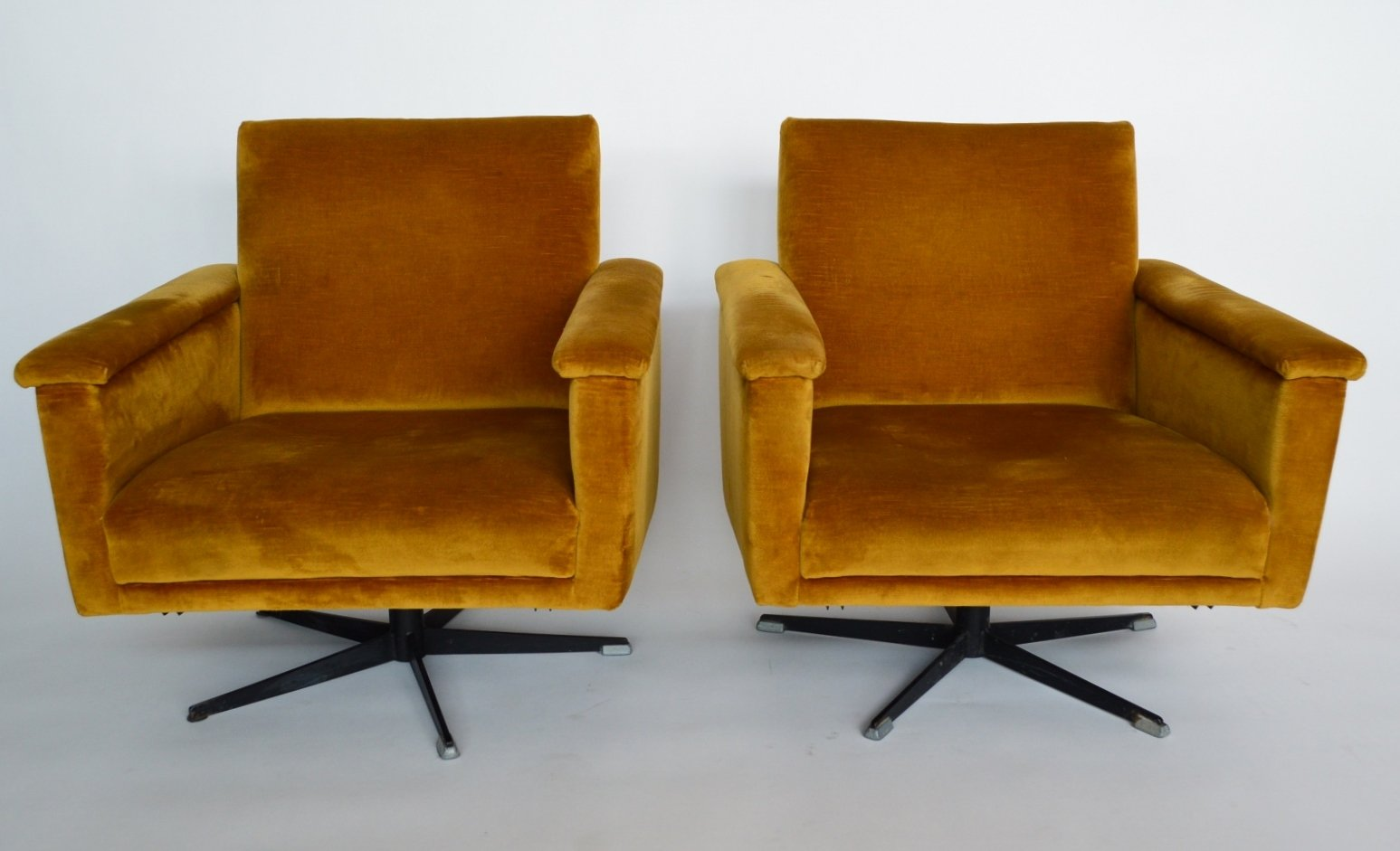 z chair mid century cheap kid table and sets mid-century swiss swivel club chairs in velvet, 1960s, set of 2 for sale at pamono