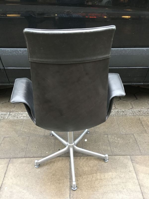 Eames Tulip Table Chairs