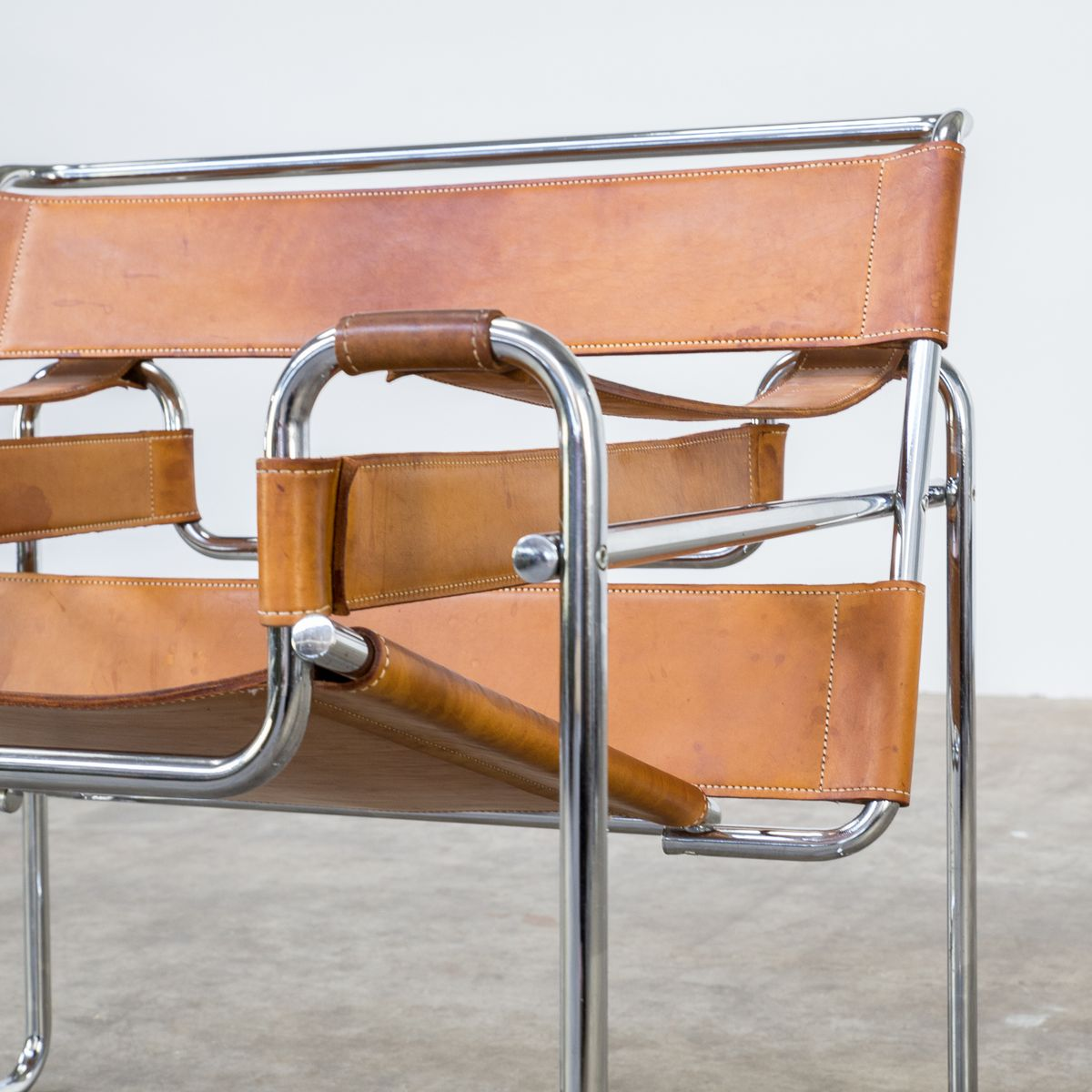wassily chair brown leather dx racing gaming review b3 cognac chairs by marcel breuer for