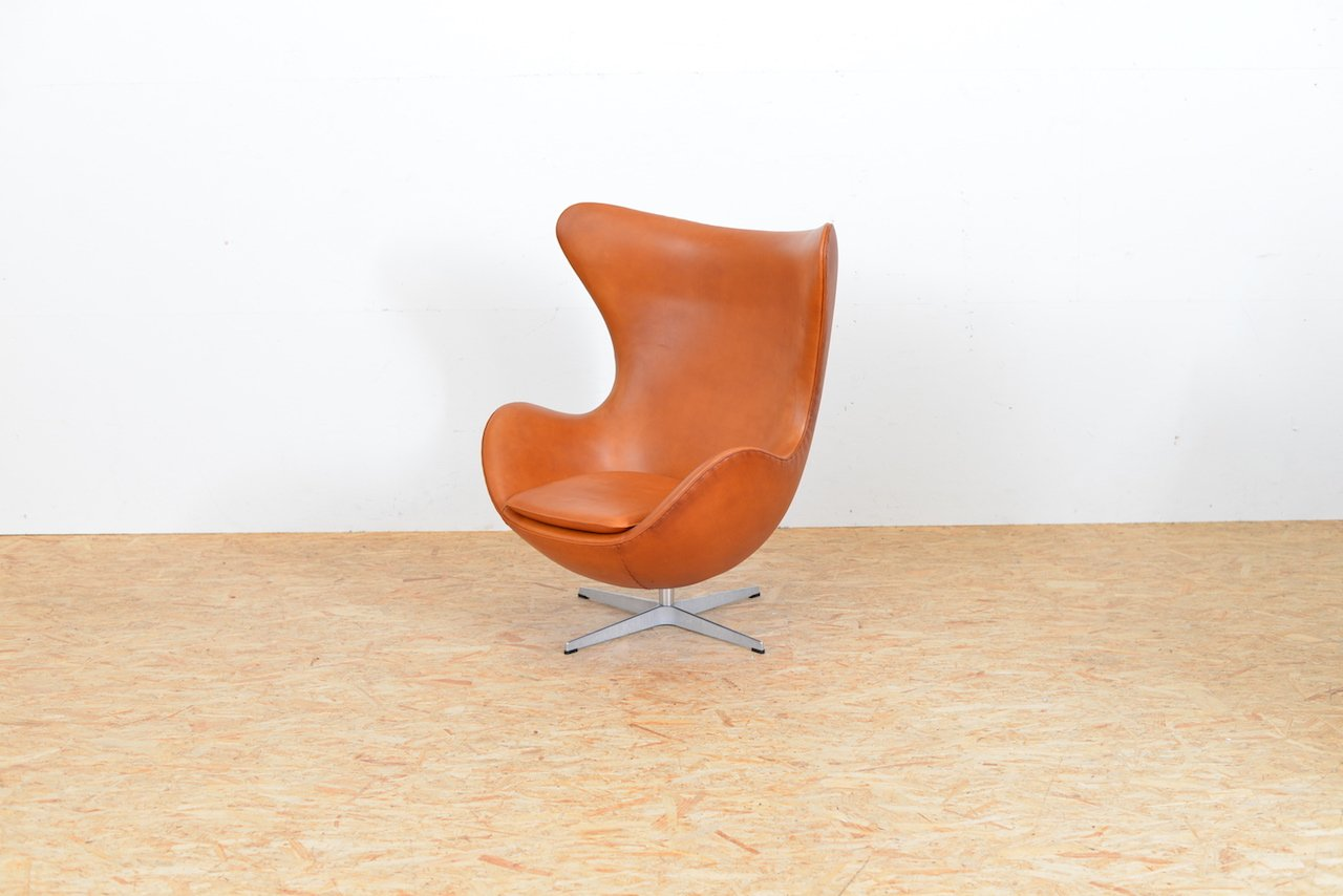 mid century egg chair black rocking outdoor leather by arne jacobsen for fritz