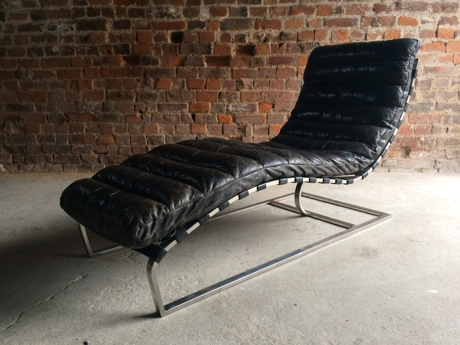 Vintage MidCentury Leather Chaise Lounge from Oviedo for