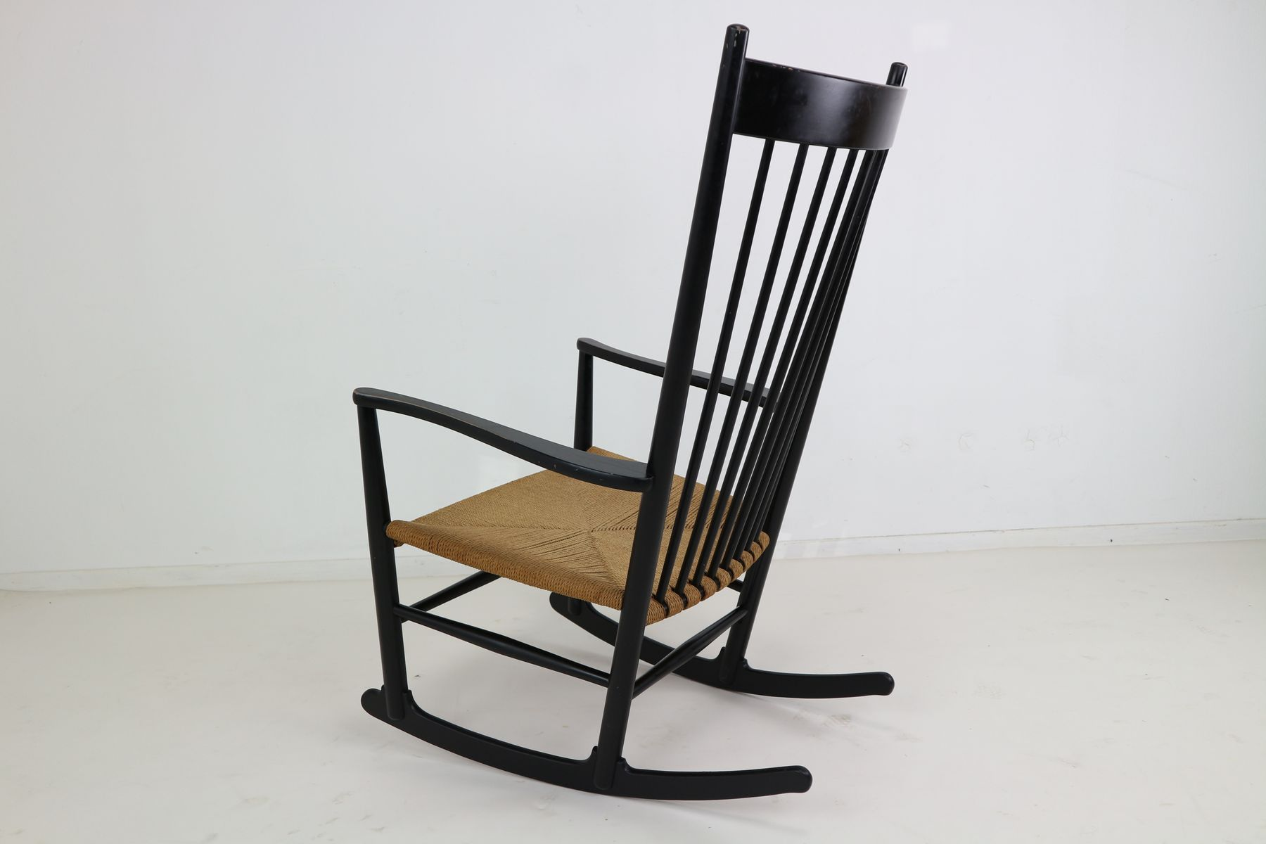 black rocking chair low back office j16 by hans wegner 1969 for sale at