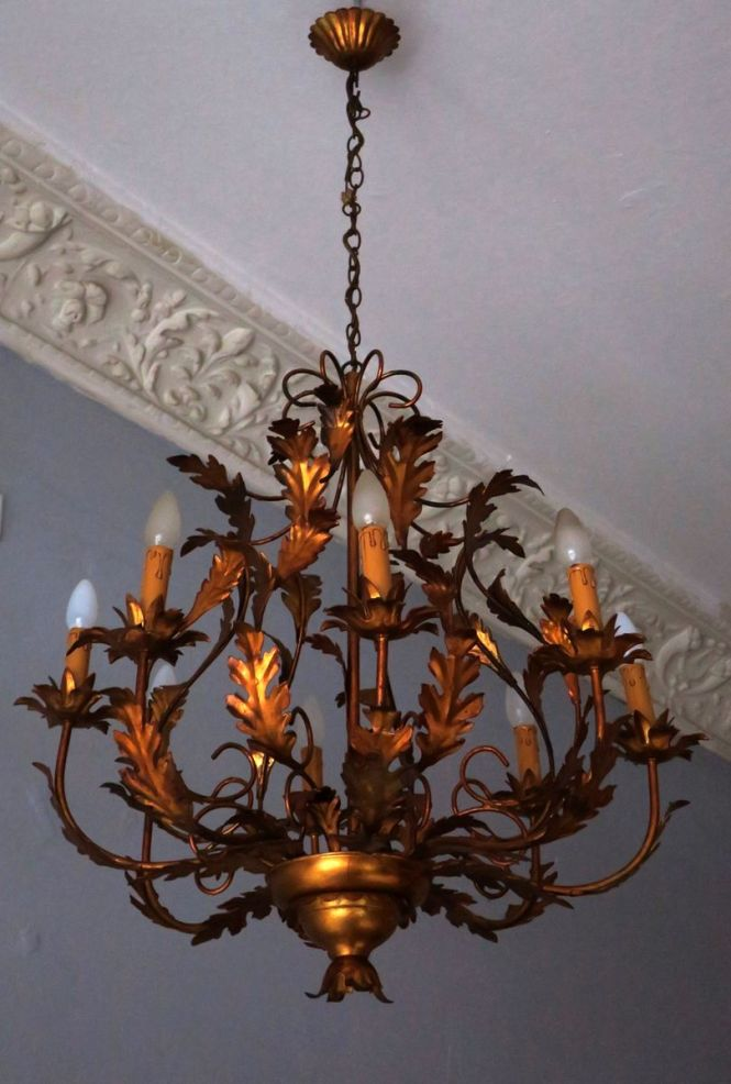 Large Hollywood Regency Gilt Tole Chandelier With 8 Lights 1970s