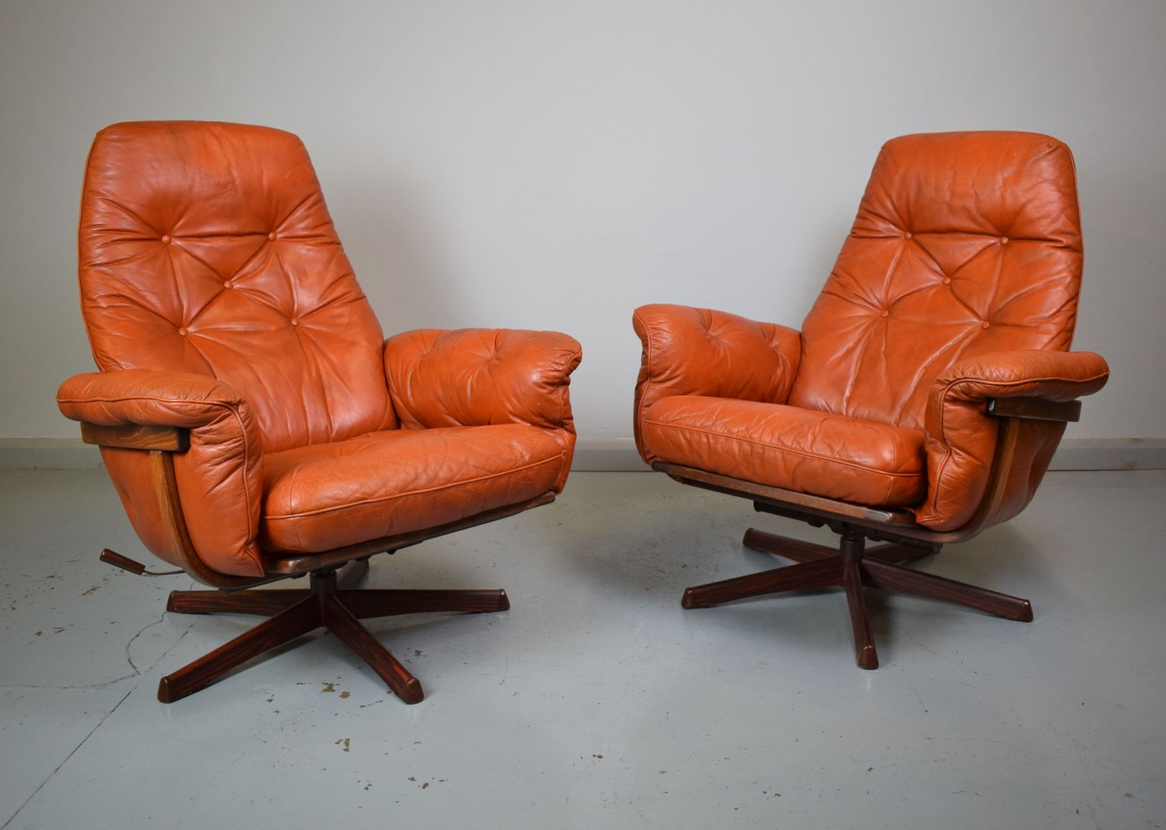 swedish leather recliner chairs ergonomic chair for home tan red reclining swivel from göte