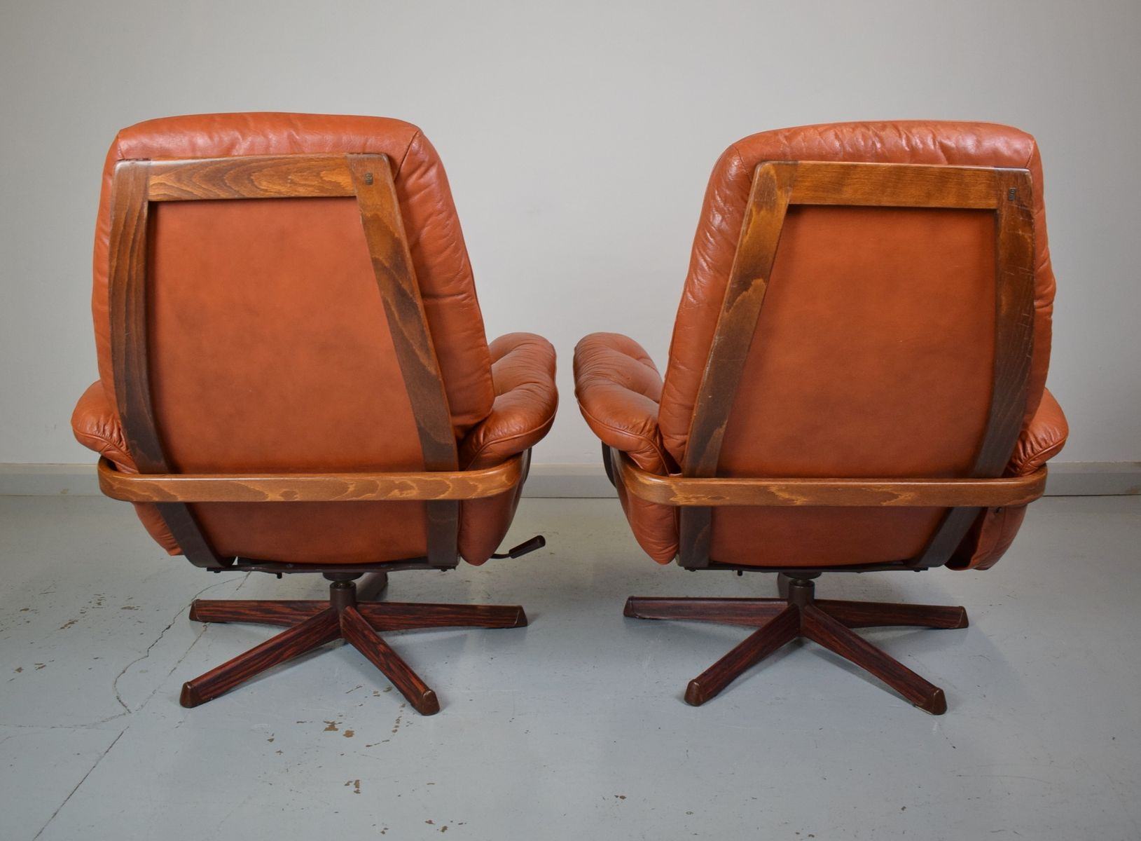 swedish leather recliner chairs west elm saddle office chair tan red reclining swivel from göte