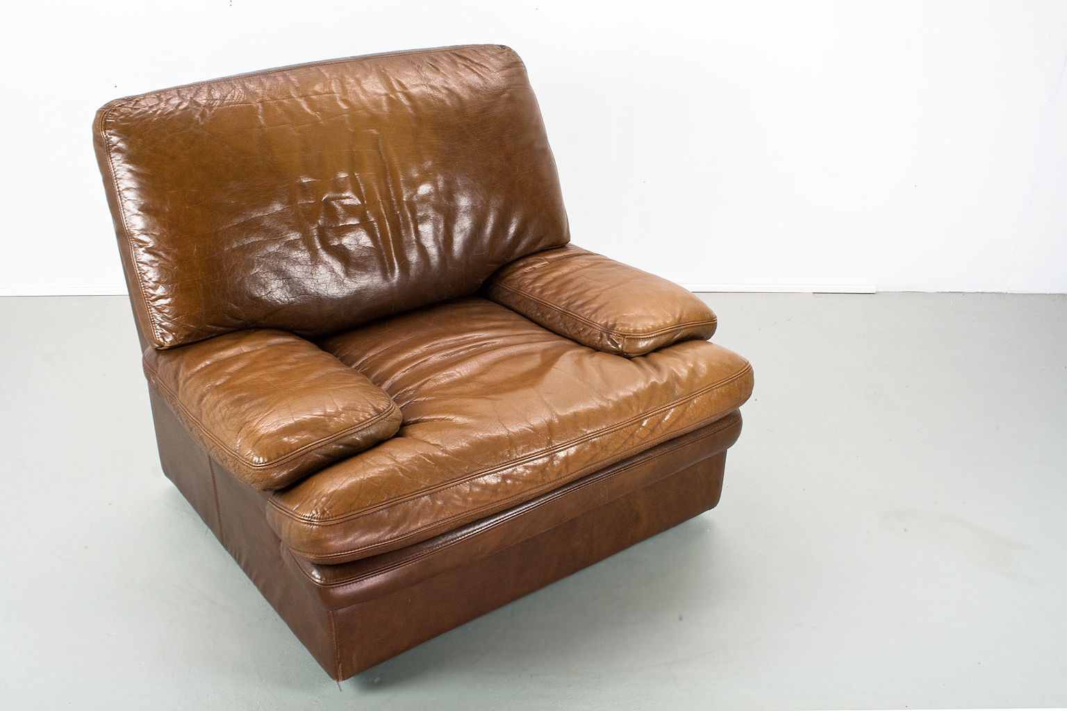tan leather chair sale crazy creek original reviews mid century modern brown lounge for at