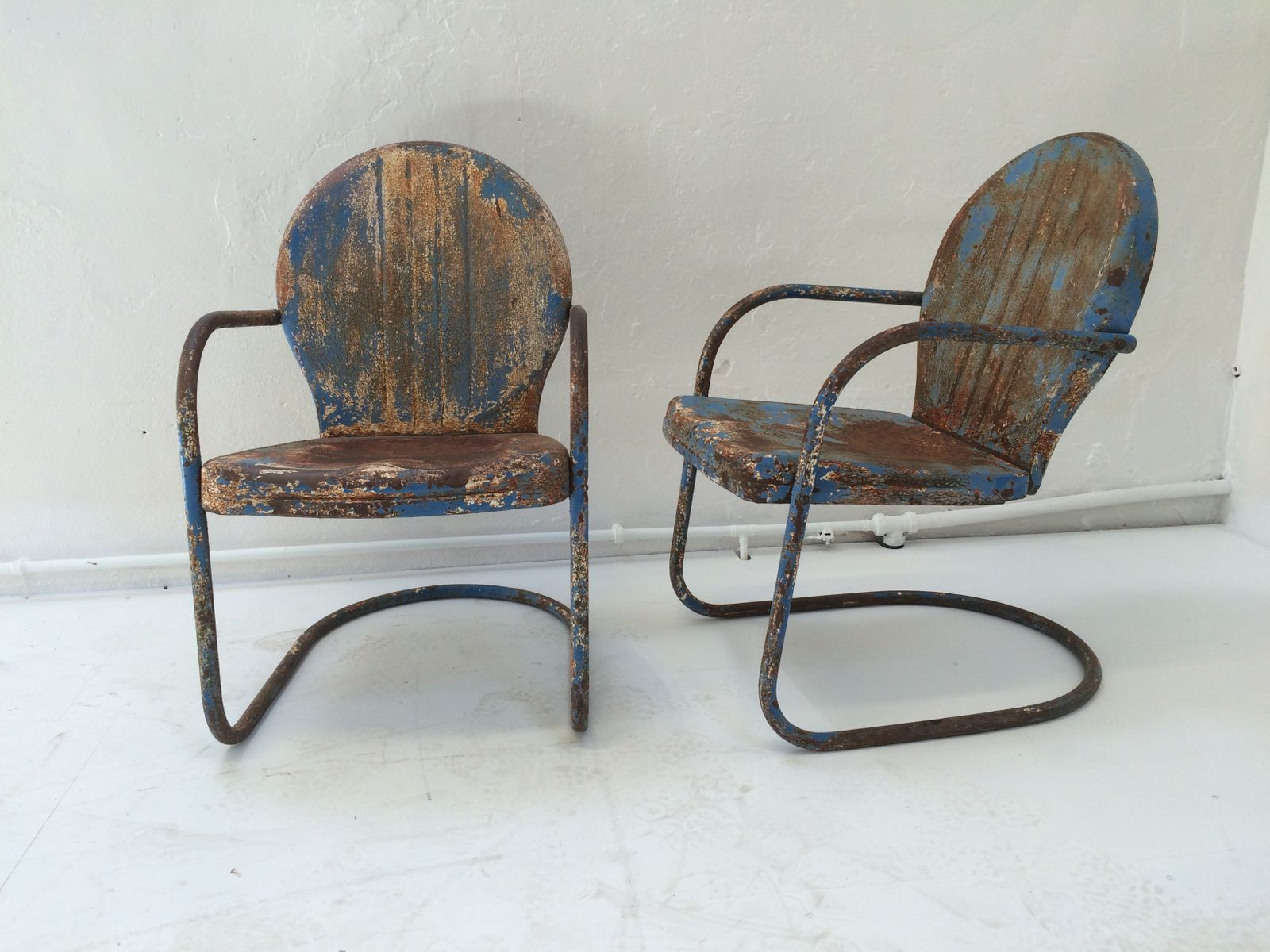 Mid Century Patio Chairs Mid Century American Clam Shell Patio Chairs 1950s Set