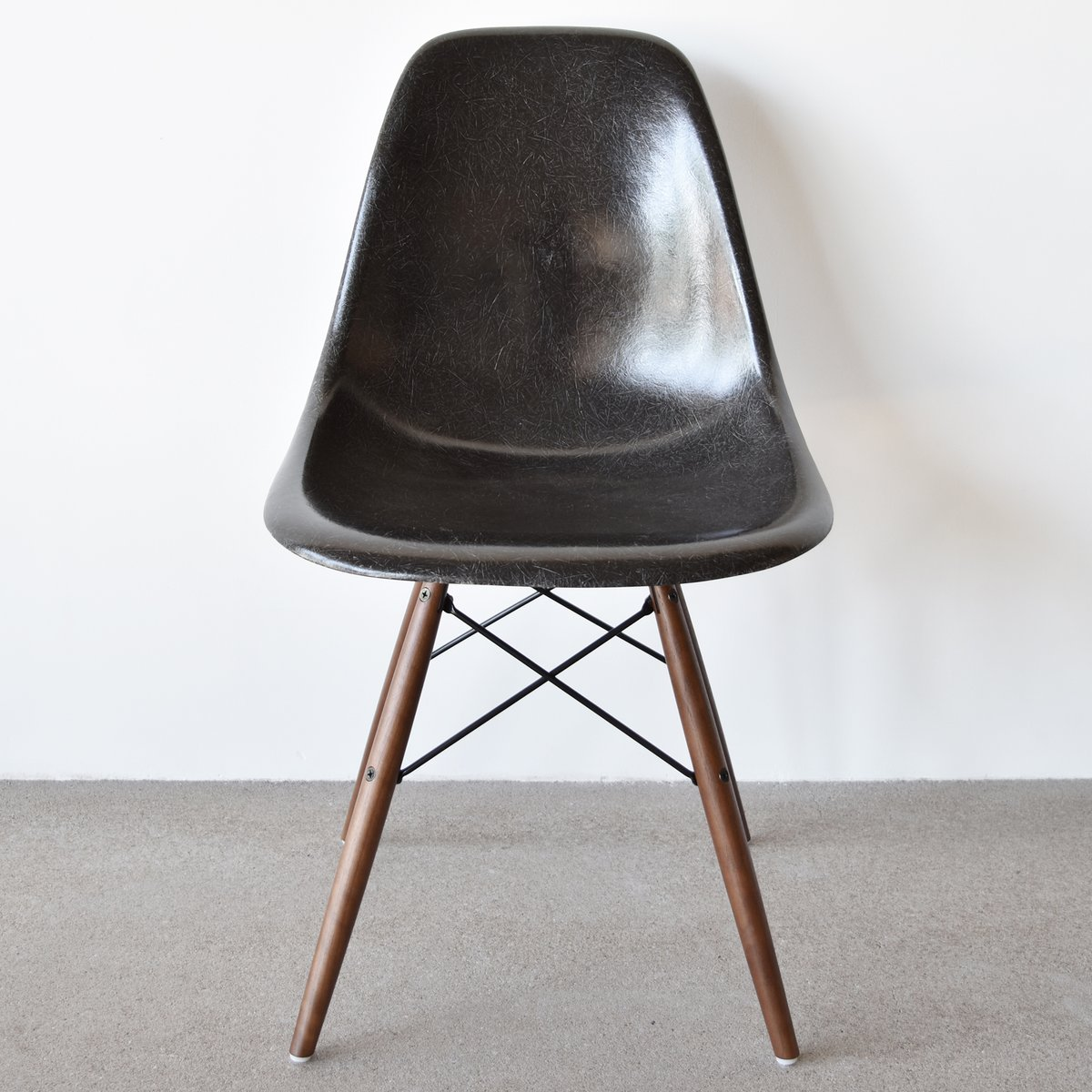Dsw Chair Black Dsw Chair By Charles And Ray Eames For Herman Miller