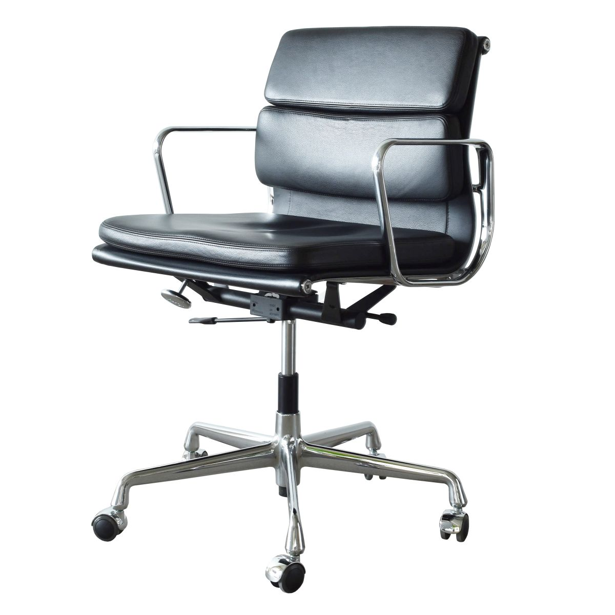 Eames Soft Pad Management Chair Ea217 Soft Pad Management Chair By Charles And Ray Eames