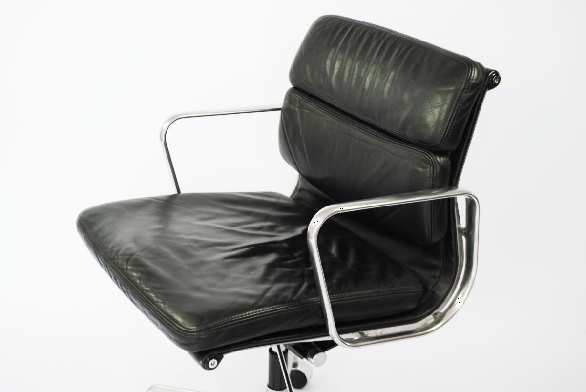 Eames Soft Pad Management Chair Ea217 Soft Pad Management Desk Chair By Charles And Ray