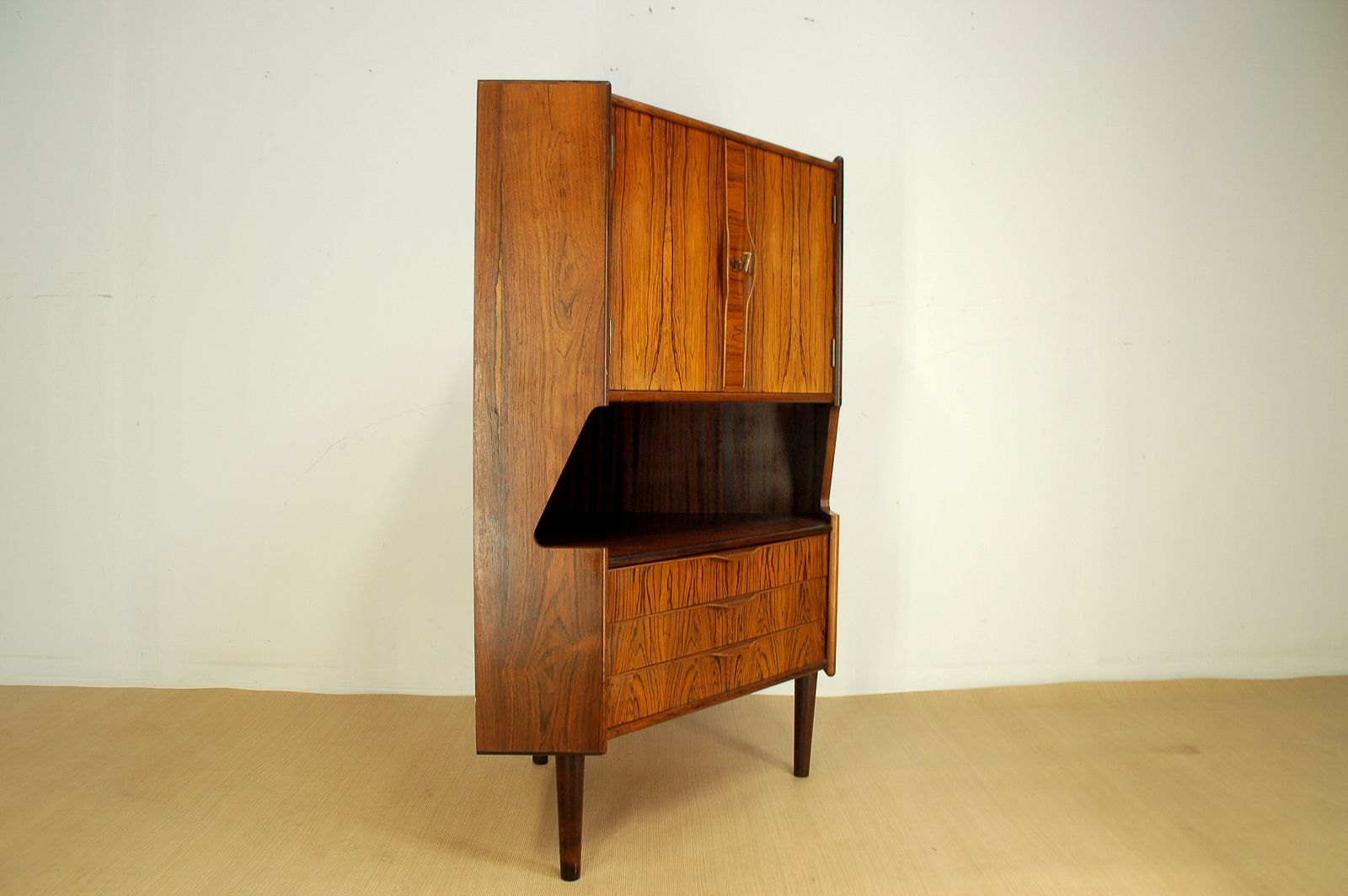 Mid-Century Rosewood Corner Bar Cabinet, 1960s For Sale At