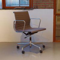 EA117 Schreibtischstuhl von Eames für Vitra bei Pamono kaufen