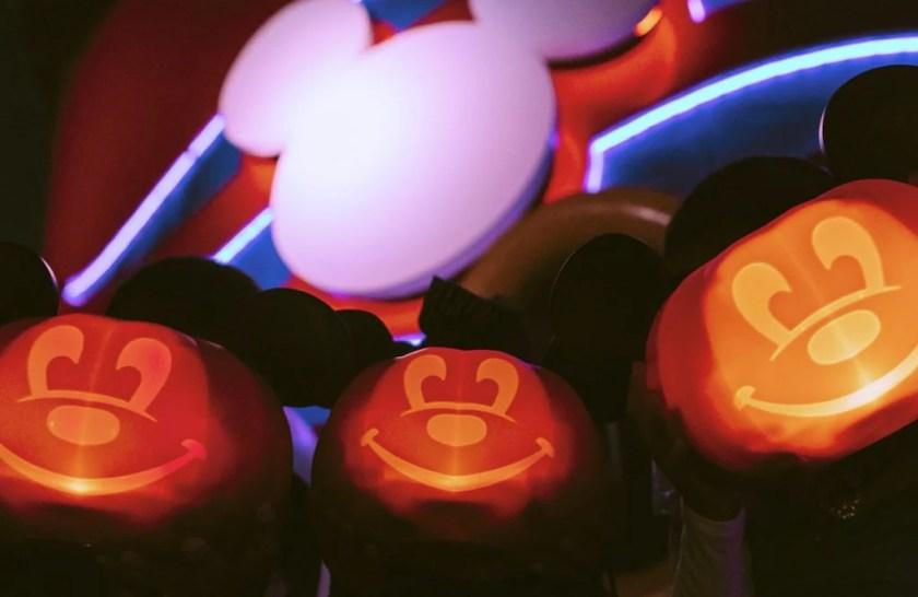 Calabazas resplandecientes en un barco de Disney Cruise Line